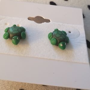 Brand New Adorable Green Turtle Earrings Small